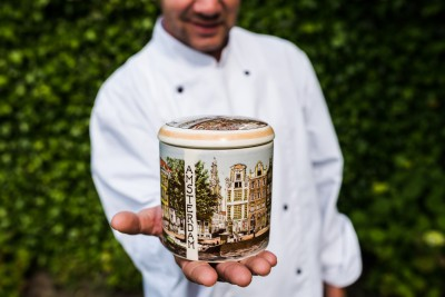 Stroopwafelpot aardewerk 'Holland'.